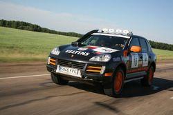 #18 Team Portuguese Porsche Cayenne S Transsyberia: Pedro Gameiro et Pedro Figueiredo