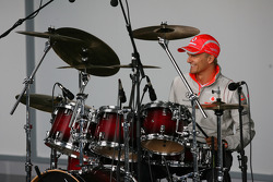 Heikki Kovalainen, McLaren Mercedes on the drums