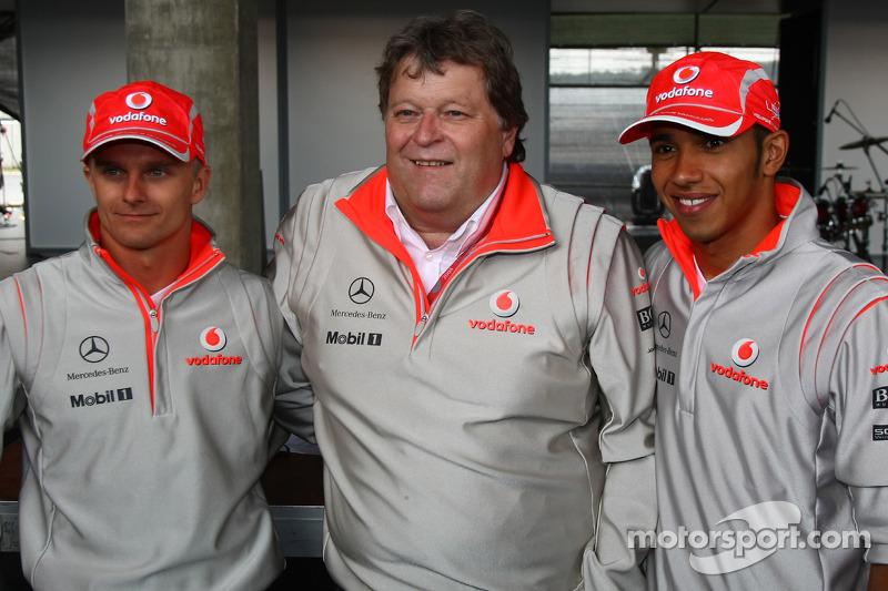 Heikki Kovalainen, McLaren Mercedes, Norbert Haug, Mercedes, Motorsport chief ve Lewis Hamilton, McL