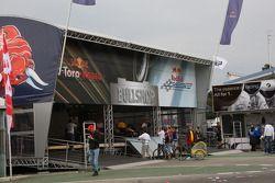 Toro Rosso ve Red Bull F1 merchandise area