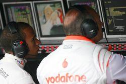 Lewis Hamilton, McLaren Mercedes con Ron Dennis, Presidente de McLaren y director del equipo