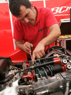 A BCN Competicion mechanic at work