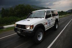 #19 Desert Fox Mitsubishi Pajero 2.8 TDI: Aurele Bachmann et Damien Blanke