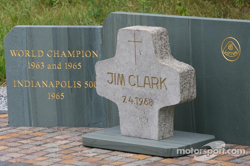 Falleció el 7 de abril de 1968 en Hockenheim tras un fuerte accidente a los mandos de un Fórmula 2. Aquel año había ganado la primera carrera de la temporada de F1 en Sudáfrica... su compañero Hill acabaría llevándose el título