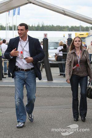 Wladimir Klitschko arrives, track side