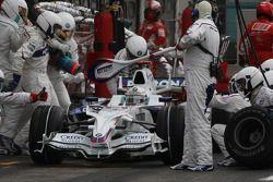 Ravitaillement de Nick Heidfeld, BMW Sauber F1 Team