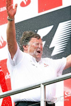 Podium: champagne for Norbert Haug