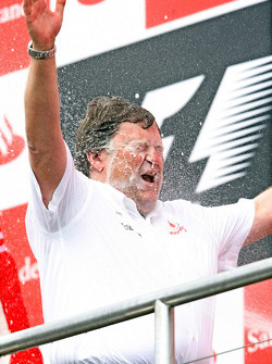 Podium: champagne for Norbert Haug