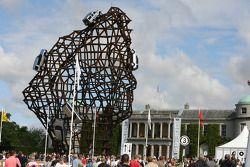 Скульптура Land Rover с Фестиваля скорости в Гудвуде