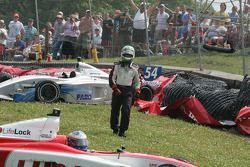 Robbie Pecorari head to Richard Antinucci's car