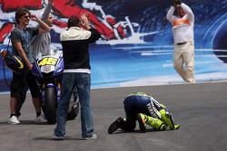 Racewinnaar Valentino Rossi viert