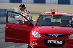 Pedro de la Rosa, Test Pilotu, McLaren Mercedes returns to track after stopping, circuit