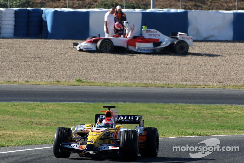 Ромен Грожан (Renault R28) і Камуі Кобаясі (Toyota TF108)