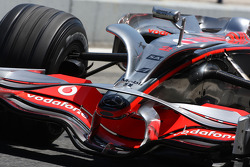 Heikki Kovalainen, McLaren Mercedes, MP4-23, ve yeni nose wings / antler wings
