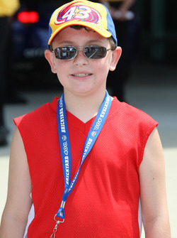 A young fan of Bobby Labonte