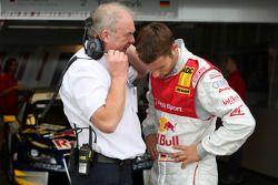 Martin Tomczyk, Audi Sport Team Abt Sportsline, Audi A4 DTM talking to a team member