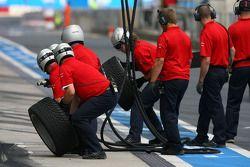 Audi mechanics ready for a pitstop