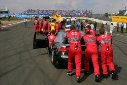 Audi mechanics push the car of Timo Scheider, Audi Sport Team Abt, Audi A4 DTM