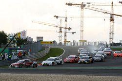 Start: Mike Rockenfeller, Audi Sport Team Rosberg, Audi A4 DTM leads the field