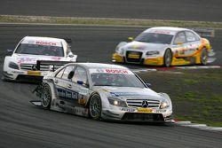 Bruno Spengler, Team HWA AMG Mercedes, AMG Mercedes C-Klasse, leads Susie Stoddart, Persson Motorspo