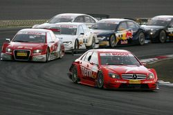 Gary Paffett, Persson Motorsport AMG Mercedes, AMG-Mercedes C-Klasse, leads the early stages of the