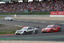 Bernd Schneider, Team HWA AMG Mercedes, AMG Mercedes C-Klasse leading Gary Paffett, Persson Motorspo