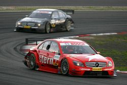 Gary Paffett, Persson Motorsport AMG Mercedes, AMG-Mercedes C-Klasse, leads in the early stages of the race