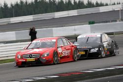 Incident with Gary Paffett, Persson Motorsport AMG Mercedes, AMG-Mercedes C-Klasse and Timo Scheider