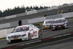Susie Stoddart, Persson Motorsport AMG Mercedes, AMG Mercedes C-Klasse leading Mattias Ekström, Audi Sport Team Abt Sportsline, Audi A4 DTM