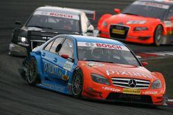 Mathias Lauda, Persson Motorsport AMG Mercedes, AMG Mercedes C-Klasse, leads Markus Winkelhock, Audi Sport Team Rosberg, Audi A4 DTM, Christijan Albers, TME, Audi A4 DTM