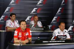 Pascal Vasselon Toyota Racing chasis Gerente General Mike Gascoyne Force India F1 Team jefe tecnología, diseñador jefe de Ferrari Scuderia Aldo Costa y Willy Rampf, BMW-Sauber, técnicoDirector