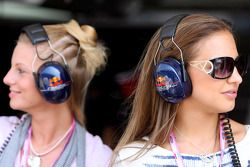 Girls at the circuit