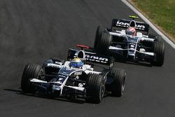 Nico Rosberg, WilliamsF1 Team, FW30 en Kazuki Nakajima, Williams F1 Team, FW30