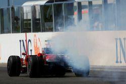 Felipe Massa, Scuderia Ferrari, F2008, suffers a mechanical failure while in the lead near the end o