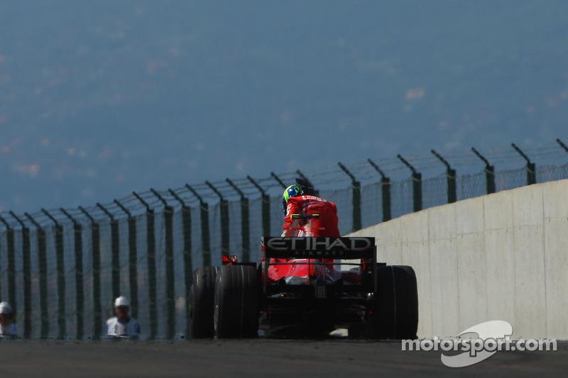Felipe Massa, Scuderia Ferrari, F2008, suffers a mechanical failure while lead near end, race