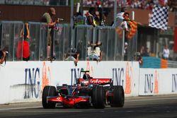 Heikki Kovalainen takes the checkered flag