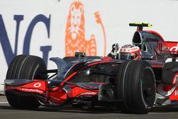 Heikki Kovalainen franchit le drapeau à damier