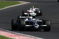 Nico Rosberg, WilliamsF1 Team, FW30 leads Robert Kubica, BMW Sauber F1 Team, F1.08