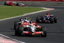 Giancarlo Fisichella, Force India F1 Team, VJM-01 leads Nico Rosberg, WilliamsF1 Team, FW30