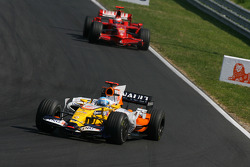 Fernando Alonso, Renault F1 Team, R28 leads Kimi Raikkonen, Scuderia Ferrari, F2008