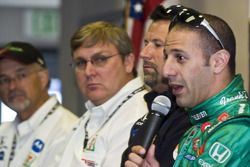 Tony Kanaan announces he will stay with Andretti-Green Racing