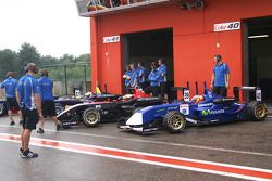 Waiting for the green; the Carlin Motorsport team