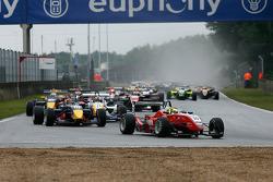 Daniel Campos-Hull HBR Motorsport Dallara-Mercedes; Brendon Hartley Carlin Motorsport Dallara-Mercedes; Stefano Coletti Prema Powerteam Dallara-Mercedes