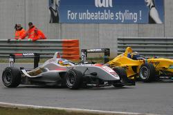 #17 Roberto Merhi (Hitech Racing Dallara-Mercedes); #31 Tom Dillmann (Jo Zeller Racing Dallara-Mercedes)