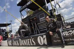 Clint Bowyer's crew waits for the start
