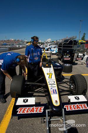 Forsythe/Pettit Racing team members at work