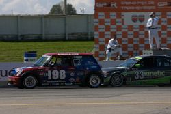#198 RSR Motorsports Mini Cooper S: Craig Hansen, Randy Smalley et #33 Kinetic Motorsports BMW 330: Lee Davis, Russell Smith