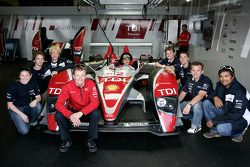 Sven Hannawald and Allan McNish with the Formula Student Team of the University of Aachen