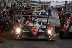 Pit stop for #1 Audi Sport Team Joest Audi R10 TDI: Rinaldo Capello, Allan McNish