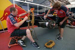 Trust Team Arden mechanics at work